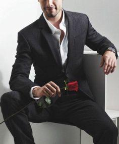 Wearing a Sports Jacket, Blazer, or Suits With No Tie James D'arcy, James Bond, Casino Dress, Casino Outfit, Casino Night Party, Casino Theme Parties, Casino Royale, Las Vegas Fashion, Casino Movie