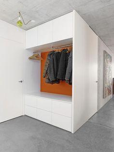 Der Eingangsbereich ist die Visitenkarte einer Wohnung. Die Garderobe empfängt Sie oder Ihre Gäste und beherbergt Ihre Kleider und Schuhe.
