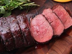 Serious Eats: The Food Lab: The Secret to Perfect Beef Tenderloin? The Reverse Sear Strikes Again Beef Tenderloin Filet Mignon, Slow Roasted Beef Tenderloin, Perfect Beef Tenderloin, Roast Tenderloin, Best Beef Tenderloin Recipe, Pork Roast, Roast Brisket, How To Cook Tenderloin, Sous Vide Roast Beef
