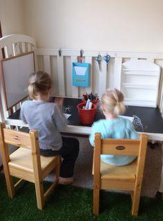 Gitterbett umgebaut zum Kinderschreibtisch
