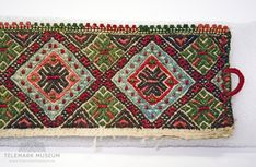 Kvarde - Telemark Museum / DigitaltMuseum Folk Costume, Costumes, Sons Of Norway, Scandinavian Embroidery, Card Weaving, Bohemian Rug, Needlework, Diy And Crafts, Ethnic Fashion
