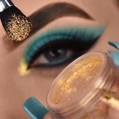 Beauty Skin, Beauty Makeup, Color Celeste, Makeup Pictorial, Smoky Eye Makeup, Creative Eye Makeup, Beautiful Eye Makeup, Eye Make Up, Bridal Makeup