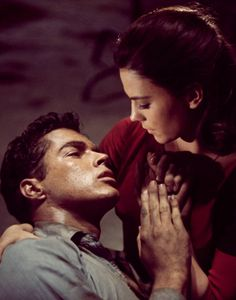 Natalie Wood & Richard Beymer - West Side Story, film and musical. Natalie Wood, Maria West Side Story, West Side Story 1961, Beau Film, Cinema Tv, Films Cinema, Old Movies, Great Movies, Character
