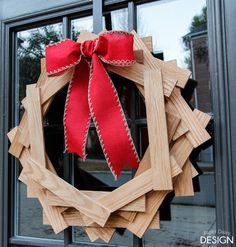 Wooden #DIY Christmas Wreath project! Such a modern look.