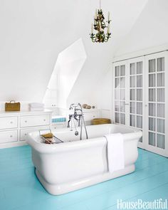 A New England Farmhouse Gets a Colorful Update