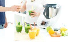 Llenamos las mañanas de vitaminas con esto deliciosos Zumos Detox naranja y verde. Para que te cuides con Thermomix ® y Velocidad Cuchara.