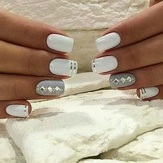 Pretty Nail Art , Super Stylish Styles - Reny styles Pretty Nail Art Pretty Nail Art Trends nail art is a acclaimed and absolutely accepted appearance trend this year . Every woman like to accomplish her nails Gray Nails, Silver Nails, White Nails, White Polish, Nagellack Design, Nagellack Trends, Fancy Nails, Love Nails, Uñas Fashion