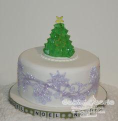 2016 Xmas - Isomalt Xmas Tree - Cake by Suzanne Readman - Cakin' Faerie