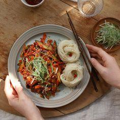 골뱅이무침 - 아내의 식탁 Korean Dishes, Korean Food, A Food, Food And Drink, Aesthetic Food, Food Cravings, Japanese Food, Summer Recipes, Food Styling