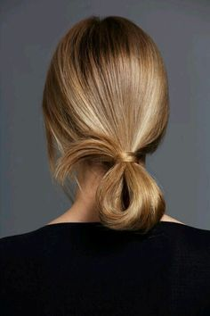 5 small hairstyle tweaks that make a big difference in your hairstyle - Natural Hair Styles Sleek Hairstyles, Hairstyles Haircuts, Sleek Hair Updo, Low Pony Hairstyles, Good Hair Day, Great Hair, Curly Hair Styles, Natural Hair Styles, Corte Y Color