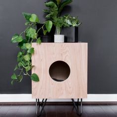 Indoor Cat House Build: How to Build a Stylish Cat House! DIY Retro Katzenhaus Beistelltisch B Modern Cat Furniture, Diy Furniture Cheap, Pet Furniture, Diy Furniture Projects, Sewing Projects, Furniture Market, Furniture Removal, Barbie Furniture, Furniture Storage