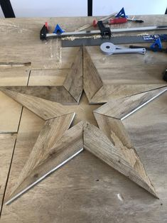Reclaimed wood star <br> Reclaimed wood star from pallets. Unique and hand made. Measures x Perfect for Christmas or year round decorations. Made with indoor/outdoor rating glue and biscuit joinery for strong construction. Reclaimed Wood Projects, Small Wood Projects, Scrap Wood Projects, Easy Woodworking Projects, Diy Projects, Salvaged Wood, Woodworking Plans, Repurposed Wood, Woodworking Hand Tools