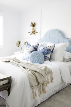 not long to go nowHow gorgeous is this bedroom with it's modern Hamptons aestheticClassic blues. Hamptons Style Bedrooms, Pool House Interiors, Boudoir, California Bedroom, Three Birds Renovations, Florence Broadhurst, Bedroom Inspo, Bedroom Ideas, Bedroom Decor