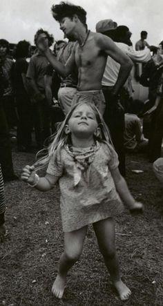 Una niña bailando en un festival de Nueva Orleans. Por George Gardner, 1972.