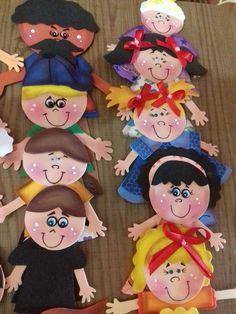Lindo aventais para contar historias e encantar crianças de todas as idades. Confeccionado em feltro tendo os personagens em EVA Com velcro para grudar no avental.