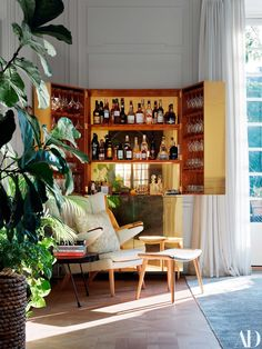 This Bright Stockholm Home Brings the Outdoors In And that's a bar cabinet! This Bright Stockholm Home Brings the Outdoors In Architectural Digest, Maila, Living Room Inspiration, Joanna Gaines, Decorating On A Budget, Bars For Home, Decoration, Home Interior Design, Classic Interior