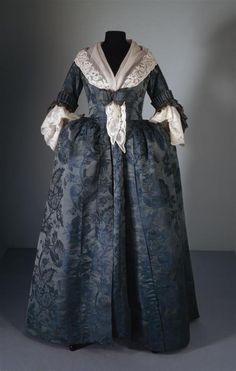 Robe à l'Anglaise, 1780, Alemania (cierre delantero), y bobillo.