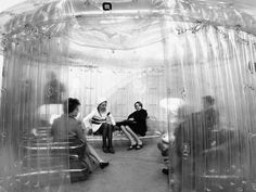 Exposition structures gonflables mars 1968