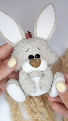 Felt Crafts Patterns, Felt Crafts Diy, Animal Sewing Patterns, Bunny Crafts, Felt Diy, Stuffed Animal Patterns, Easter Crafts, Felt Doll Patterns, Rabbit Crafts