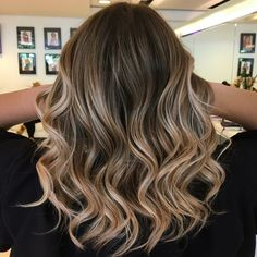 The Coolest Summer Hair Color Trends You'll Want to Try Now - Page 2 of 3 - St. The Coolest Summer Best Ombre Hair, Brown Ombre Hair, Brown Hair Colors, Hair Color Balayage, Blonde Balayage, Hair Highlights, Butter Blonde, Pinterest Hair, Hair Videos