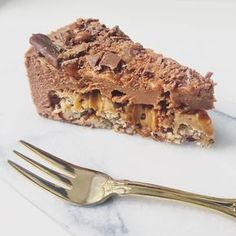 Daimkage with chewy nut base, caramel and velvety mousse Grill Dessert, Dessert Bread, Baking Recipes, Cake Recipes, Dessert Recipes, Danish Dessert, Mousse, Food Cakes, Healthy Sweets