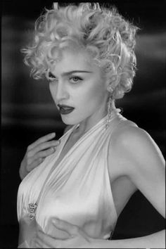 madonna style Madonna Madonna on set of Vogue, 1990 Madonna Vogue, Madonna Photos, Lady Madonna, Madona, Photo Portrait, Marilyn Monroe Photos, Marilyn Monroe Wallpaper, Actrices Hollywood, Material Girls