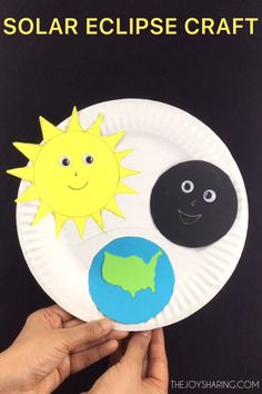 Fun and easy craft to explain solar eclipse to young kids. Perfect science project for preschool and kindergarten. #craftsforkids #kidscrafts #stem #stemeducation #stemactivities #scienceforkids #solareclipse #solarsystem #preschoolcrafts #kindergarten #teachersfollowteachers #papercrafts #paperplatecrafts #craftideas #craftprojects
