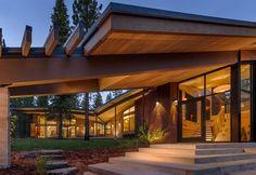 """""""Flight House é uma interpretação moderna de uma casa de montanha desenhado por Sage Architecture.""""  Rústico luxo!  O vôo Casa por Sage Architecture casa de vôo no acampamento martis pela arquitetura sage 6"""