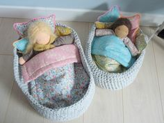 Couffin crochet et linge de lit Liberty. Adorable beds!