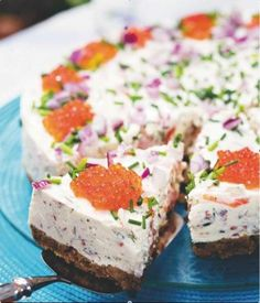 Salmon Cheese Cake Food & Style Uura Hagberg Photo Mika Haaranen Maku www. Savoury Baking, Savoury Cake, Baking Recipes, Snack Recipes, Salty Foods, Sandwich Cake, Salty Cake, Dessert, Mets