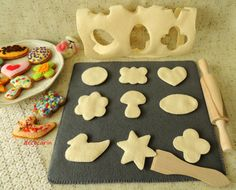 Made to order. Play - We are baking cookies. The felt cookies baking set contains: - wooden roller pin ( length app. 8,9, 22,5cm, diameter app. 1,4, 3,6cm ), - 9 felt cookies, - felt cake rolled up with the cake cut out to cookies ( app. 11,2 x 10,7, 28,5cm x 27,2cm ), - felt baking tin, strengthening felt between sheets ( app. 12 x 11,3, 30,5cm x 28,7cm ), - wooden spoon to cookies,  Montessori toy for the child.  Material: felt, eco filler, plastic stiffening, threads, wood.  The beautiful…