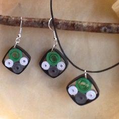 Boucles d'oreille et collier en quilling , papier roulé : Boucles d'oreille par dibavalem