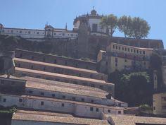 Kloster Serra do Pilar und davor die Portweinkellereien