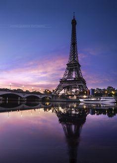 Pôr do sol sur la Tour Eiffel - Paris - France Torre Eiffel Paris, Paris Eiffel Tower, Eiffel Towers, Beautiful Paris, I Love Paris, Paris Amor, Paris France, Paris Wallpaper, Paris Pictures