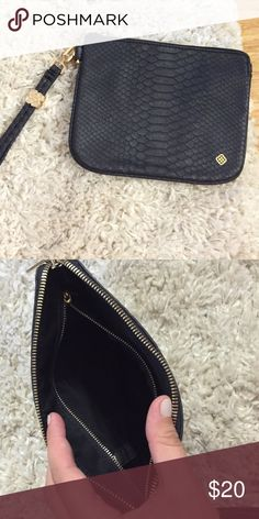 Small Kendra Scott clutch Black snakeskin small Kendra Scott clutch. Used only twice Kendra Scott Bags Clutches & Wristlets