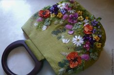 Embroidery Purse, Crewel Embroidery, Ribbon Embroidery, Embroidery Designs, Wooden Handle Bag, Wooden Handles, Sunglasses Case, Coin Purse, Purses