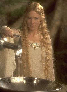 galadrielsmirror....Neviah is a seer and can conjure the images into a mirror like galadriel