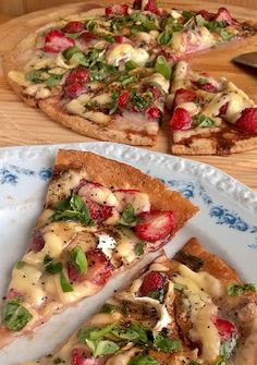 Herkkusuun lautasella-Ruokablogi: Mansikkapizza Bon Appetit, Vegetable Pizza, Vegetables, Food, Essen, Vegetable Recipes, Meals, Yemek, Veggies