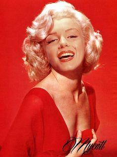 Marilyn Monroe Looking so Bubbly & Radiant. Photos Rares, Portrait, Cinema Tv, Marilyn Monroe Photos, Rare Marilyn Monroe, Glamour, Norma Jeane, Hollywood Stars, Belle Photo