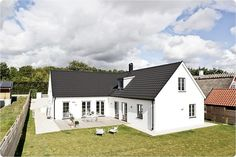 nytt Cottage House Plans, Cottage Homes, Hygge Home, House Elevation, Metal Homes, Home Additions, Home Fashion, Home Goods, Sweet Home