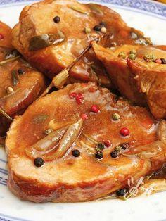 I Medaglioni di maiale al Marsala rappresentano un secondo piatto facilissimo eppure super appetitoso. Una delizia da veri chef.