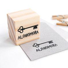 ALOHOMORA stamp inspired on Harry Potter. #DIYharrypotter #rubberstamp #scrapbook