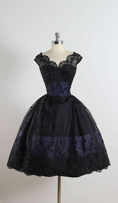 1950's Flocked Lace Dress...Oooooh so prettty;)