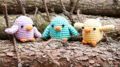 In this Amigurumi crochet pattern we want to crochet little birds. The little birds are a beautiful decoration for autumn and spring and you can crochet Diy Crochet And Knitting, Crochet Birds, Easter Crochet, Crochet Home, Crochet Animals, Baby Knitting, Häkelanleitung Baby, Diy Mode, Needle Felted