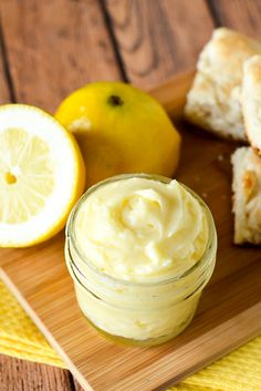 Lemon Butter Recipe - Sweet and tangy Lemon Butter goes perfectly on your favorite roll, biscuit, or scone for a refreshing and yummy treat. Make it in just 10 minutes with 5 ingredients! Easy compound butter recipe makes a great DIY gift idea too! Sweet Butter, Honey Butter, Herb Butter, Recipe For Lemon Butter, Lemon Curd Recipe, Vegan Butter, Flavored Butter, Homemade Butter, Compound Butter