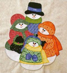 PATCHWORK ALMOFADA COM BONECOS DE NEVE PASSO A PASSO Abaixo uma linda postagem sobre patchwork  para decoração de natal Material: 1 capa qua...