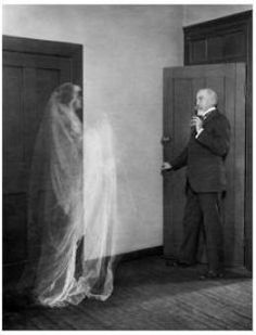 THE PARANORMAL: Ghost Frightening Elderly Professor Date Photographed: ca. The paranormal was a hot topic at the time. Of course, this is a double exposure, a technique not widely accepted as proof. Vintage Photographs, Vintage Photos, Celine, Cursed Objects, Rodney Smith, Ghost Images, Ghost Pictures, Real Haunted Houses, Pagan Gods