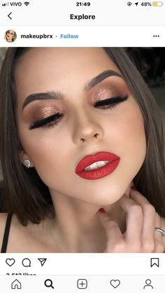 Say yes to the red lip ❣️👄 Sag ja zu der roten Lippe ❣️👄 Makeup Goals, Makeup Inspo, Makeup Inspiration, Makeup Tips, Beauty Makeup, Dewy Makeup Look, Red Lip Makeup, Natural Makeup, Eye Makeup