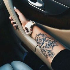 Arm Tattoo, Rose Tattoo, Rose Arm Tattoo, Girly Tattoos - Tattoo ideen - Tattoo Designs For Women Girly Tattoos, Girly Arm Tattoo, Rose Tattoo On Arm, Trendy Tattoos, Body Art Tattoos, Cool Tattoos, Floral Tattoos, Tatoos, Butterfly Tattoos