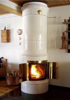 Tillinge-Rund - a stove with delicate white plain tiles & showing the burning logs what the antique stoves could not do...